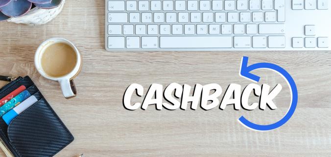 mesa-com-teclado-carteira-caneca-e-frase-cashback