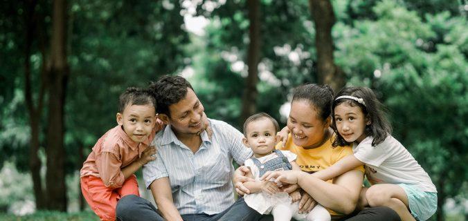foto-de-familia-feliz-sorrindo