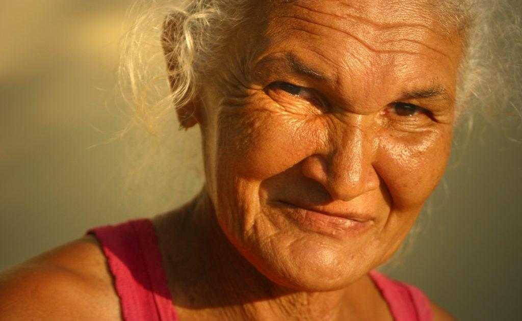 mulher-idosa-sorrindo