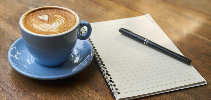 xicara-de-cafe-anotações-controle-de-despesas